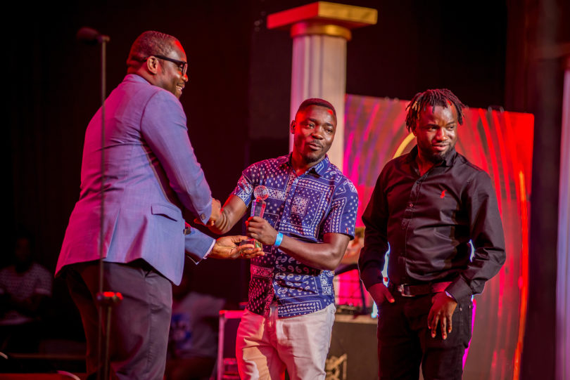 DJ Bryt receive award at Ghana DJ Awards 2018