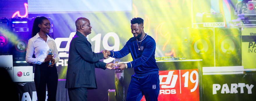 Kojo Manuel Receiving His Award For MC Of The Rear At Ghana DJ Awards 2019